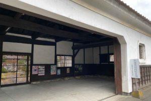 杜塾美術館の駐車場